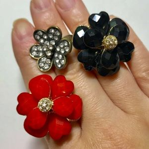 Jewelry - NWOT Chunky Flower Rings